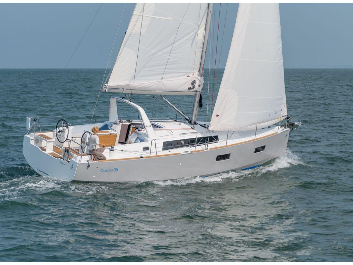Beneteau Oceanis 38 Daycruiser 2016